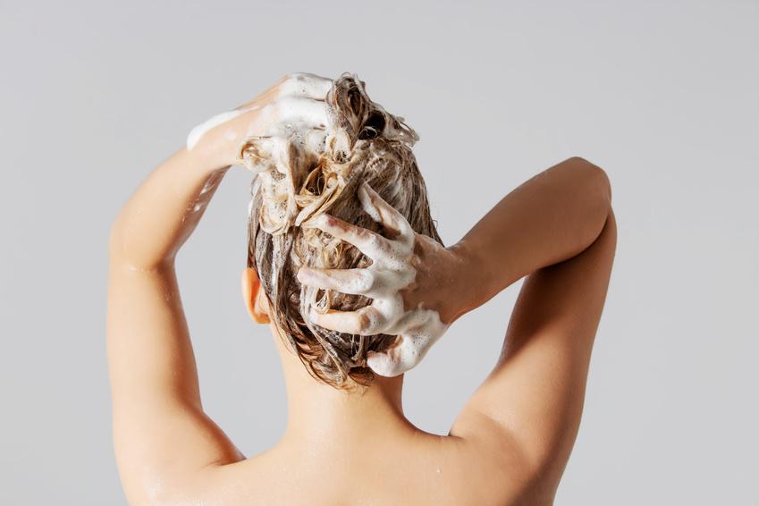 Das richtige Shampoo finden: Ohne Silikone und Sulfate?